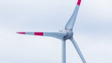 Turning wind turbine — Stock Video
