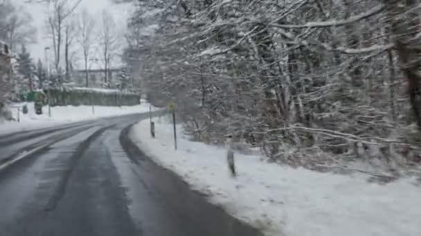 Conducir en invierno. — Vídeo de stock