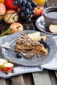 Apple and cinnamon crumble cake — Stock Photo