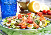 Fresh shrimps, eggs and vegetables salad — Stock Photo