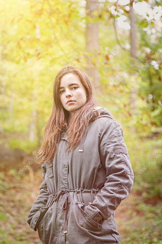 Картинки с девочками в осеннем лесу