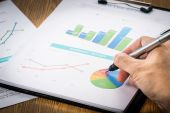 Businessman analyzing profit investment charts .vignetting style — Stock Photo