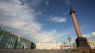 Hermitage museum and Alexander Column — Stock Video