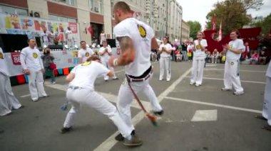 Capoeira dancers show capoeira performance. — Stock Video