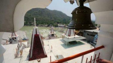 Hand hits the bell. Rishikesh, India. — Stock Video