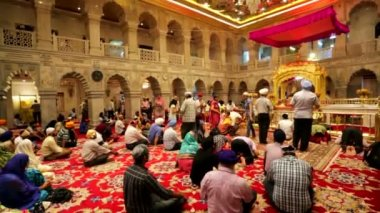 Gurudwara Sis Ganj, view of the Darbar Sahib or Prayer Hall. — Stock Video