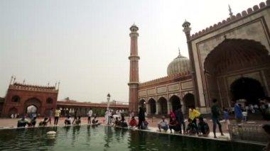 People in Jama Masjid Mosque — Stock Video