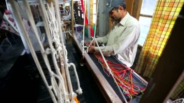 Weaver work handloom at workshop. — Stock Video