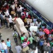 People at the New Delhi rail station. — Stock Video #62772357