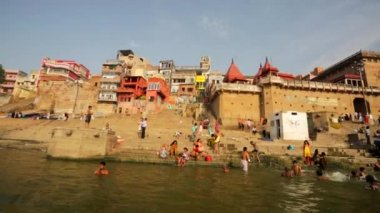 Ganges river with the boats and holy ghats. — Stockvideo