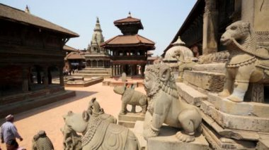 People at the famous Durbar Square — Stockvideo