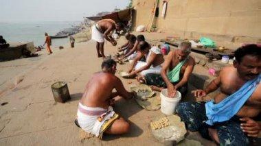 Men preparing food — Stock Video