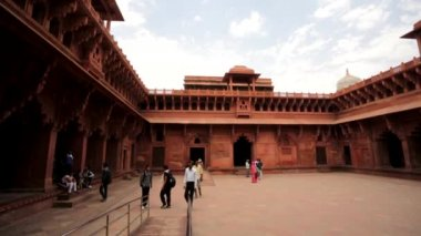 Tourists visit the Agra Fort. — 图库视频影像