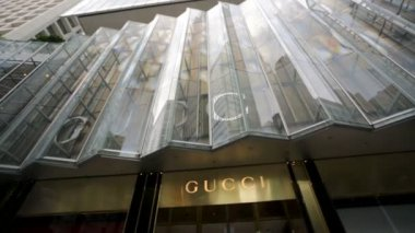 Gucci store in business district — Stok video