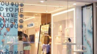 Pandora jewelry store — 图库视频影像