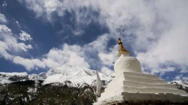 Monastery in Himalaya mountains — Stock Video