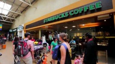 Starbucks coffee in  International Airport — Stock Video