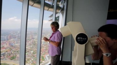 Tourists visit Petronas Twin Towers — Stock Video