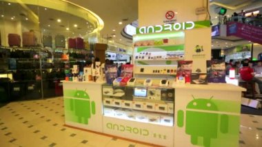 Android store at Low Yat Plaza — Stock Video