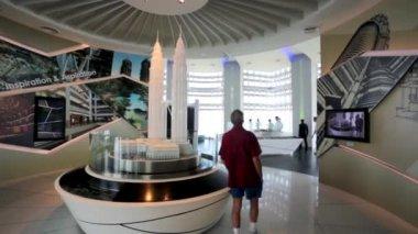 Tourists visit Petronas Twin Towers — Stockvideo