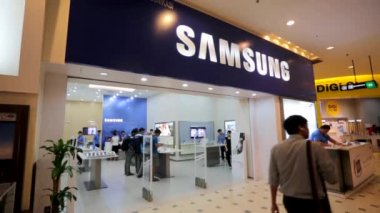 Samsung store at Low Yat Plaza — Stock Video