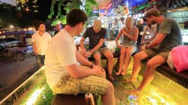 People enjoy fish foot massage — Стоковое видео