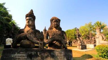 Tourists visiting Buddha Park — Vídeo de stock