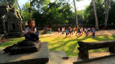 Cambodian boy at temple — Stock Video