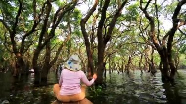 Woman rows a boat through forest — ストックビデオ