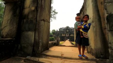 Cambodian girl holding a baby — Stock Video