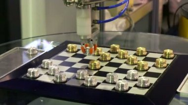 Robot playing checkers — Stock Video
