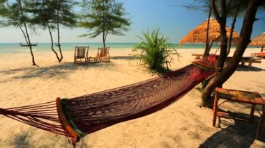 Hammock on the tropical beach — Stock Video