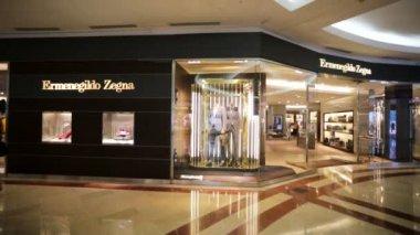 Ermenegildo Zegna outlet — Stock Video