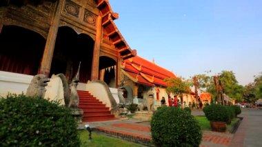 Tourists visit temple — Stok video