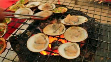 Tasty Grilled clams — Stock Video