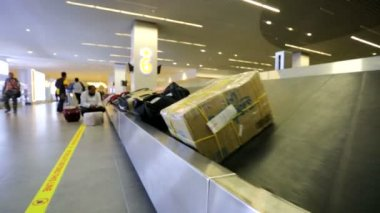 Baggage conveyer belt — Stock Video