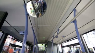 Seats inside saloon of empty bus — Vídeo de stock