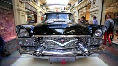 Soviet retro car Chaika — Stock Video