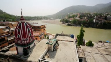 Rishikesh city and the Ganges river — Stock Video