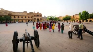 People visit Amber Fort — Stock Video