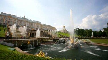 Samson fountain at Peterhof — Stock Video