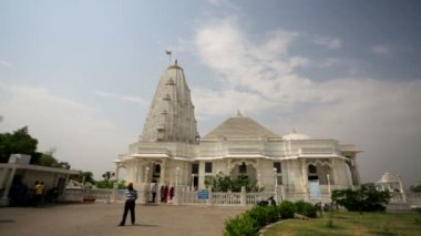 Tourists visit Birla Mandir — Stock Video