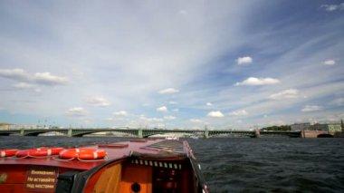 Boat trip along the Neva River — Stock Video