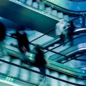 People on crossing Escalators — 图库照片