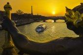 Eiffel Tower since Alexandre III Bridge in Paris, France — Stock Photo