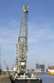 起重工程船在汉堡港码头 — 图库照片