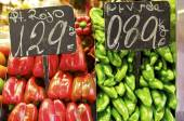 Price tags on fruit and vegetable market stall — Stock Photo