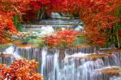 Waterfall in deep rain forest jungle (Huay Mae Kamin Waterfall i — Stock Photo