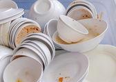 汚れた皿を洗うを待って — ストック写真