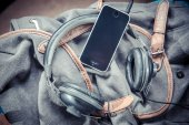 Music for travel in the mountains, Phone Earphones — Stock Photo